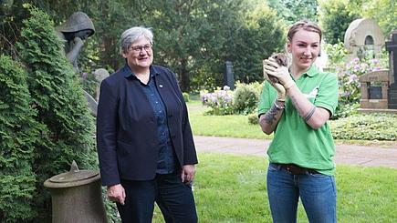 n sowie Dezernentin für Wirtschaft und Umwelt der Stadt Hannover, und Lieneke Behrends, Leiterin des aktion tier Igelzentrums