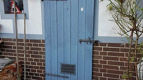 Hinter dieser Tür schlafen unsere Igel.